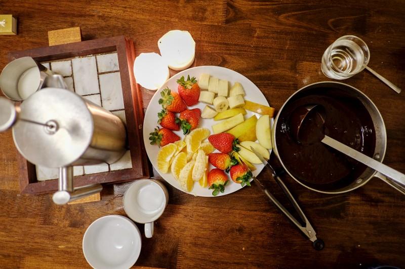 chocolate fondue & fruit