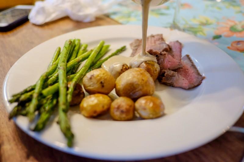 steak, asparagus, sauce & potatoes